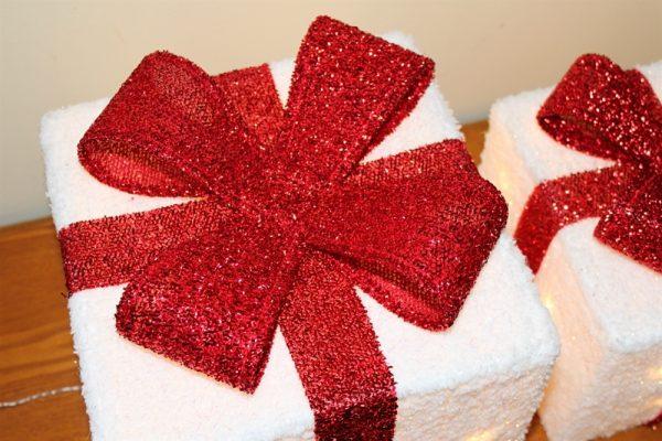 Set of 3 White Parcels & Red Bow - 240v