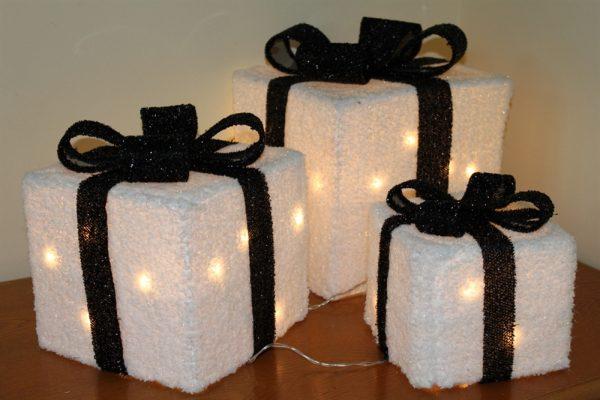 Set of 3 White Parcels & Black Bow- 240v