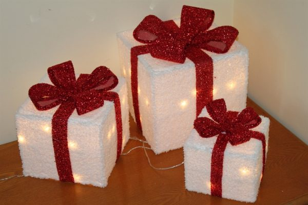Set of 3 Light Up White Parcels with Red Bow- With Battery LED Lights K13A-026A