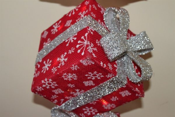 Vertical Christmas Red Parcels & Silver Bow-Battery