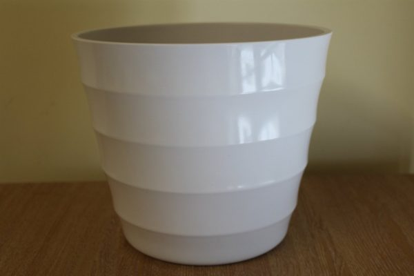 Quality White Rigid Plastic Plant Pot Cover - Diameter 18.5cms