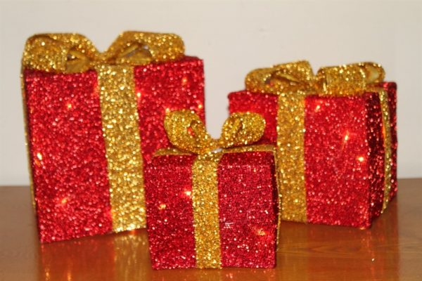 Set of 3 Red Parcels & Gold Bow (023A) Battery